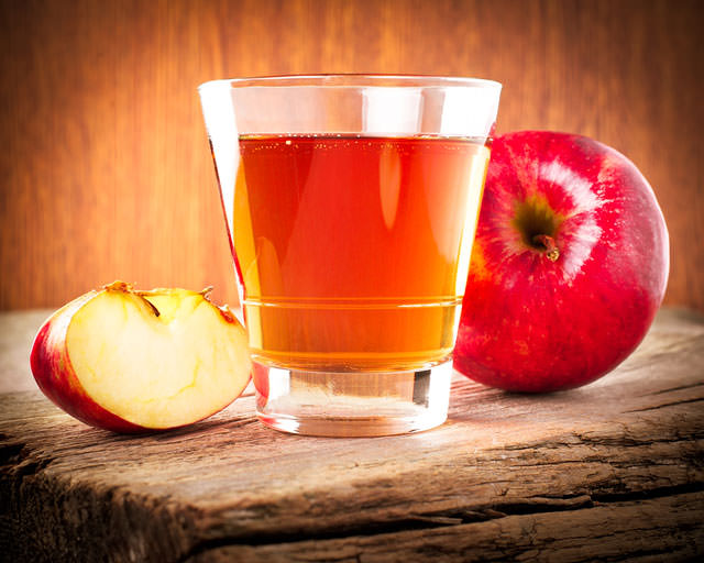 bigstock-Apple-Juice-Fresh-Organic-Rip-50126372