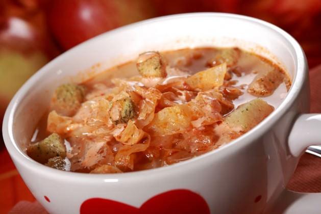 bigstock-Red-Cabbage-Soup-sauerkraut--5698022