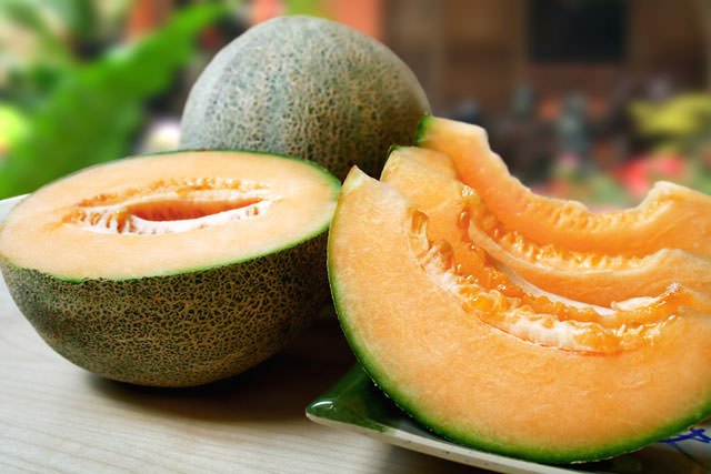 bigstock-sliced-fresh-cantaloupe-in-an--18769484