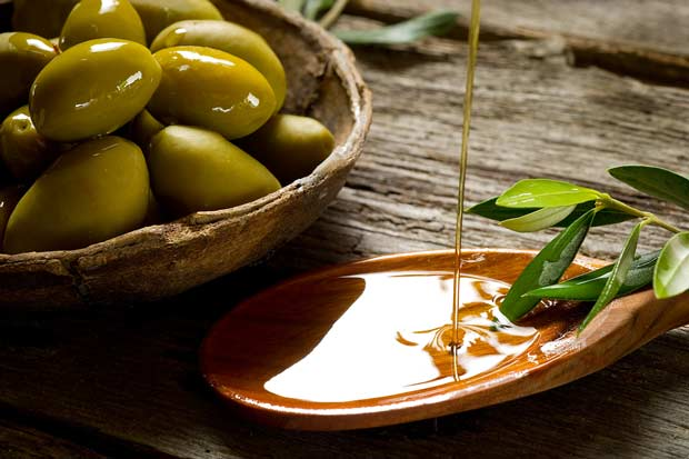 bigstock-olive-oil-over-spoon-27485588