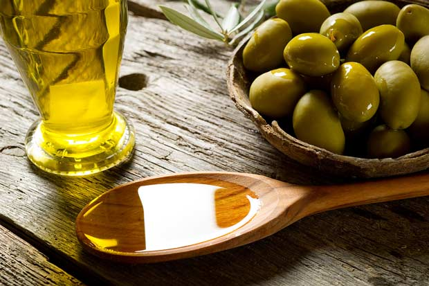 bigstock-olive-oil-over-spoon-27485537