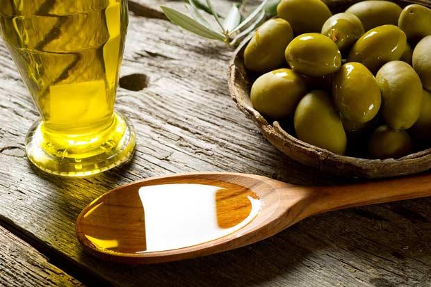 bigstock-olive-oil-over-spoon-27485537