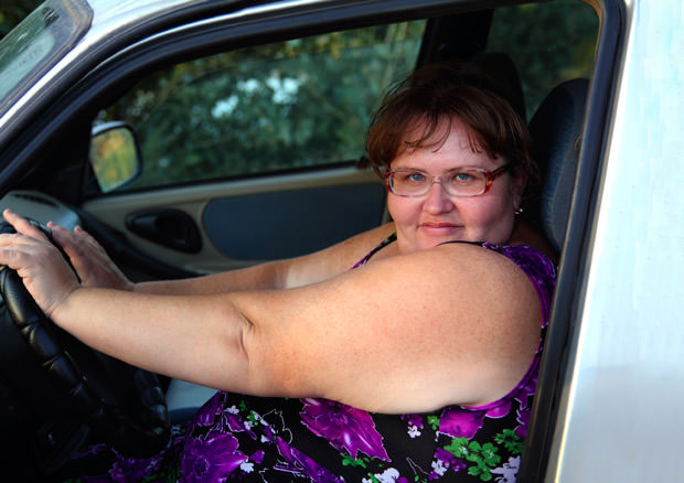 overweight woman behind the wheel