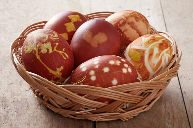 easter eggs colored with onion skin