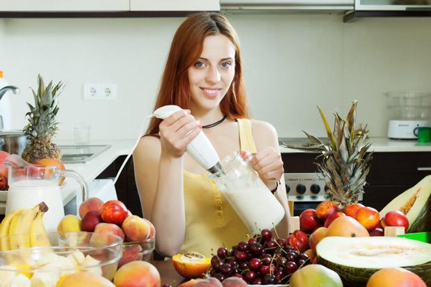 woman cooking milkshake with fruits